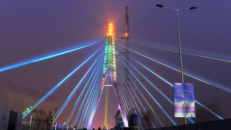 दिल्ली: सिग्नेचर ब्रिज पर कपड़े उतारने वाले कौन- लड़कियां या ट्रांसजेंडर्स?