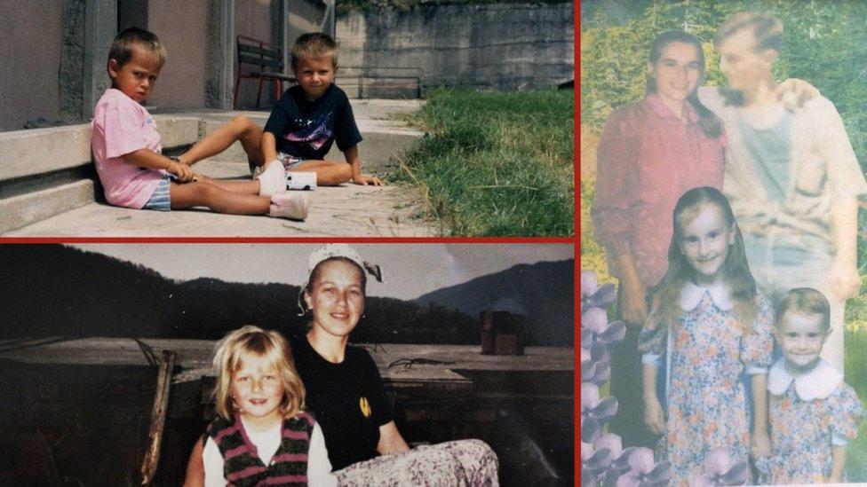 Irvin (gore levo u crnoj majici), Arifana (desno, na fotomontaži Srećna porodica na kojoj je sa sestrom, majkom i ubijenim ocem) i Selma (dole levo)