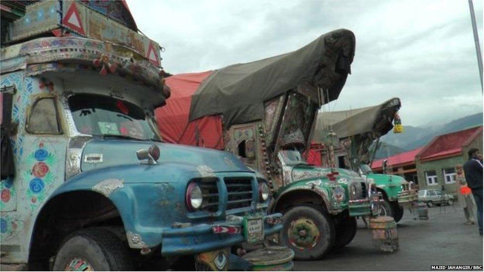 सीमापार व्यापार ठप होने से मज़दूरों की रोज़ी-रोटी पर मार