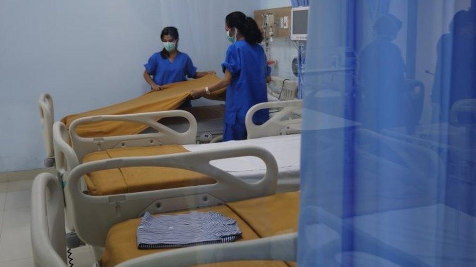 Mal di Jakarta dijadikan rumah sakit darurat.