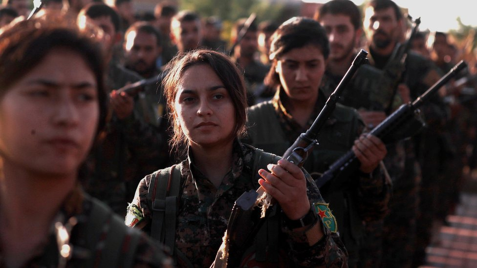 Fighters from the Kurdish-led Syrian Democratic Forces (SDF) mourn a comrade killed in the battle for the town of Hajin (3 December 2018)