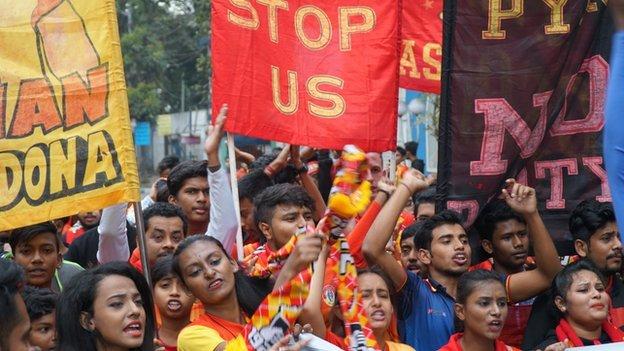Aficionados del East Bengal celebran.