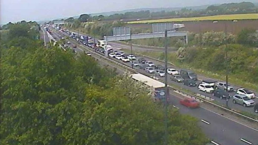 Traffic queuing at junction 23 near Magor