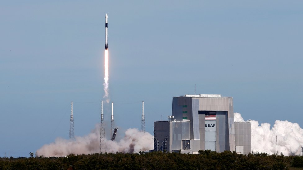 Worms blast into space on rocket to ISS research team