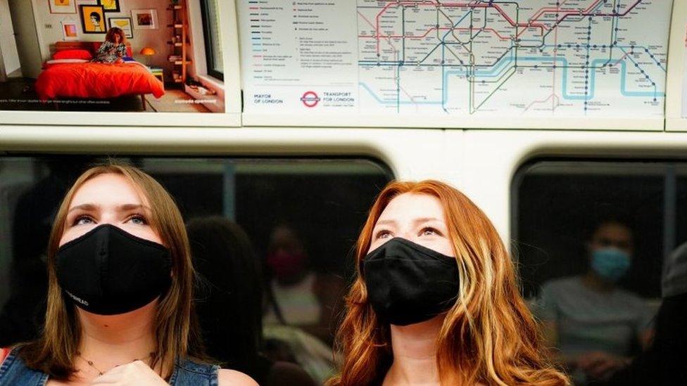 Mulheres no metrô