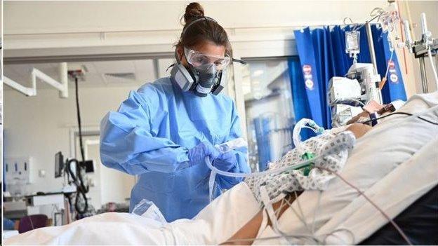 O que a ciência diz sobre a eficácia de tratamentos citados por Bolsonaro ao revelar que está com covid-19