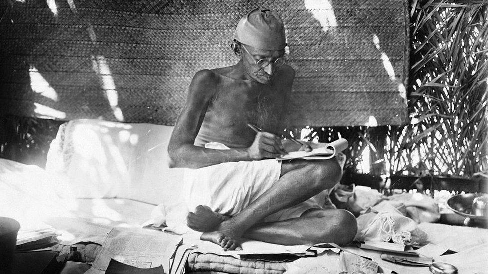 甘地的非暴力抗議證明比暴力更加有說服力。