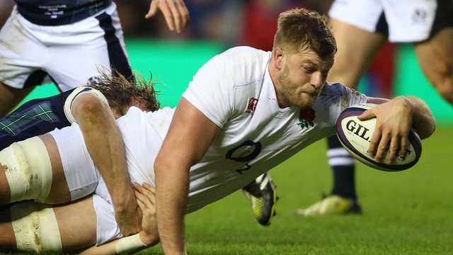 George Kruis scores a try