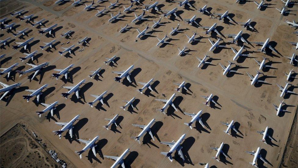 """""""Cementerio"""" de aviones en Victorville, California"""