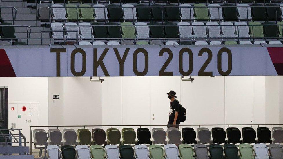 Tribunas vacías estadio nacional de Tokio