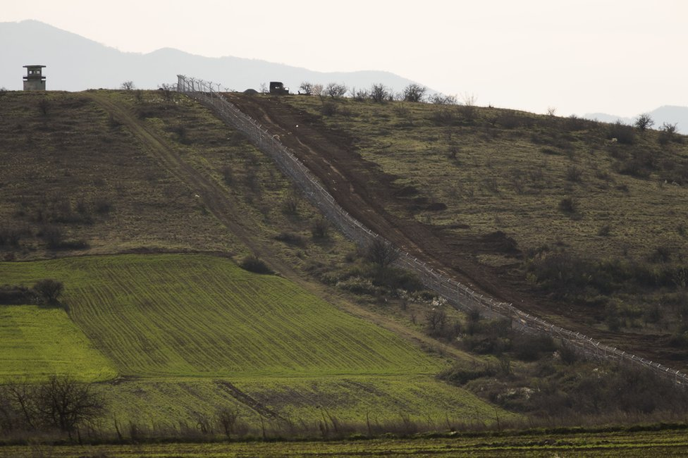 Border fencing in Macedonia, 5 March