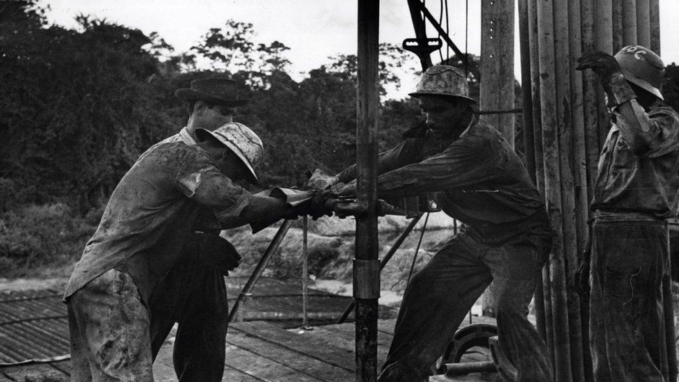 Trabajadores de la industria petrolera en Venezuela