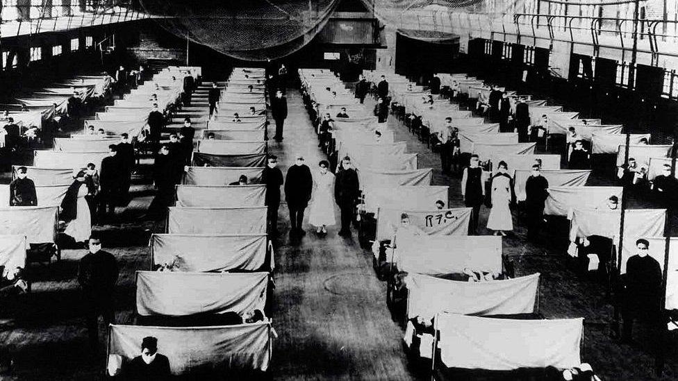 Un hospital de campaña durante la pandemia de gripe española