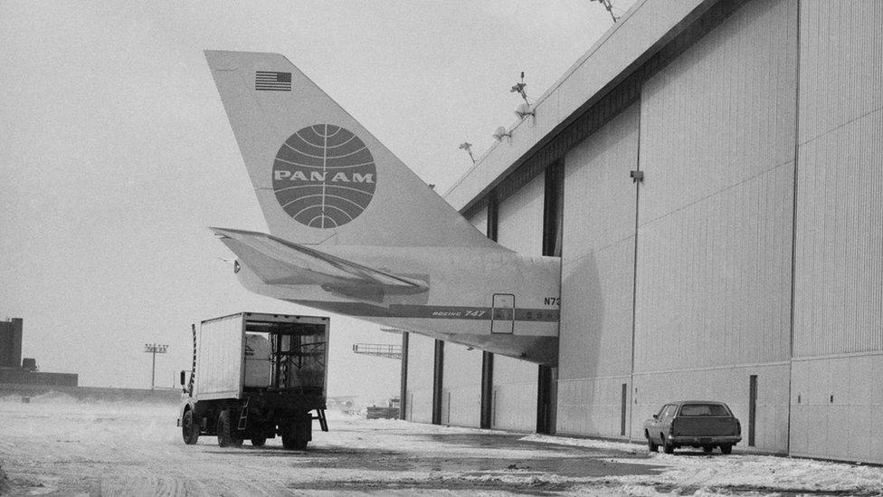 Una de las dificultades que enfrentó el 747 era que los hangares de los que disponían las compañías aéreas eran muy pequeños para albergarlo.