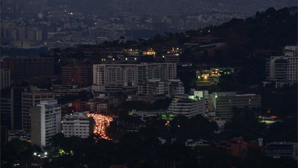 Caracas a oscuras.