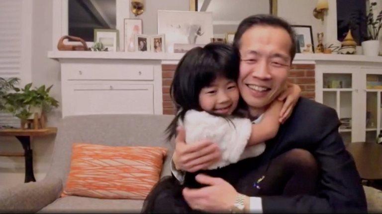 Lee Isaac Chung junto a su hija.