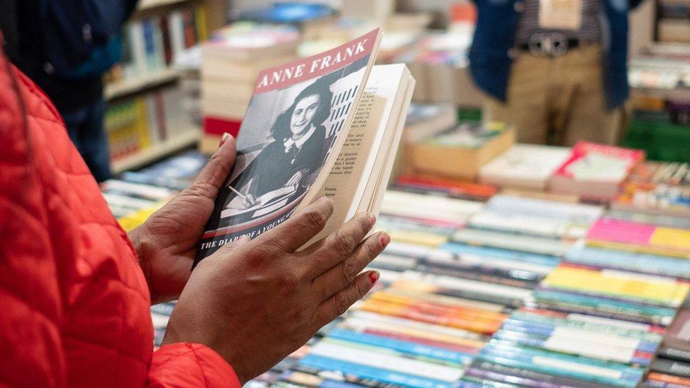 Libro en una librería