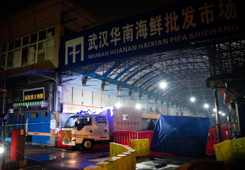 發生疫情的武漢華南海鮮批發市場已暫停營業。