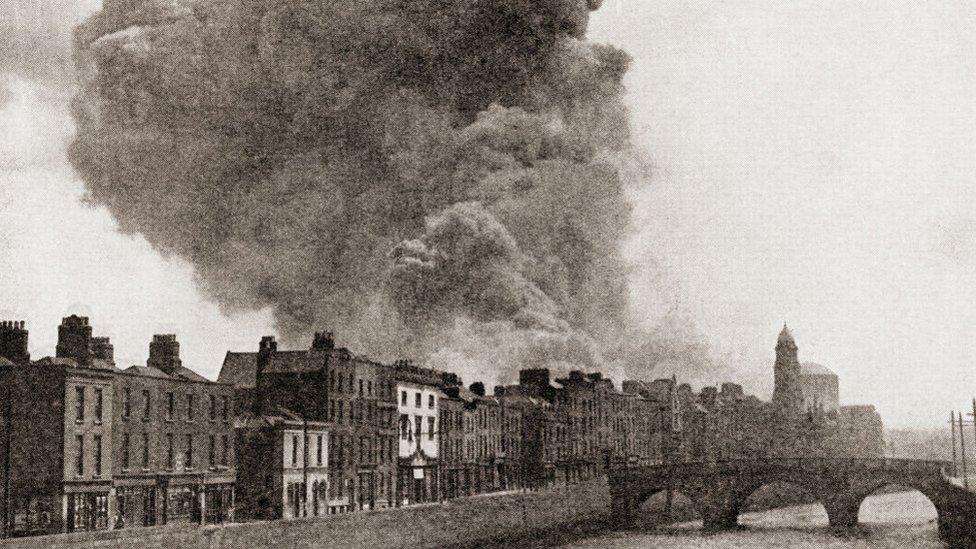 La Guerra de Independencia Irlandesa duró dos años, dejó más de mil muertos e inmensas pérdidas materiales.