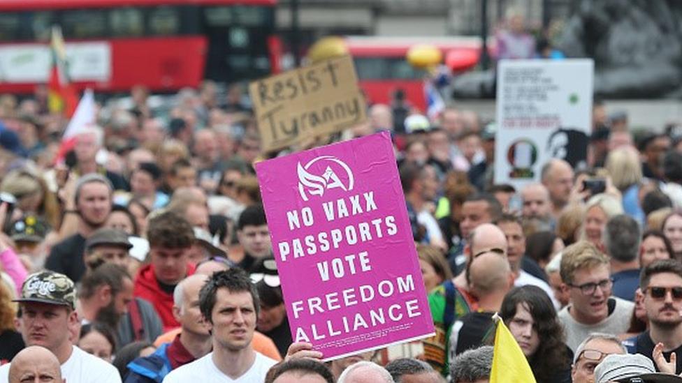 Protesto contra as vacinas e o passaporte da imunidade no Reino Unido