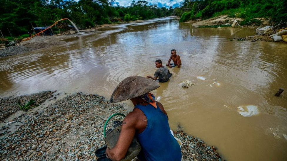 Mineros ilegales