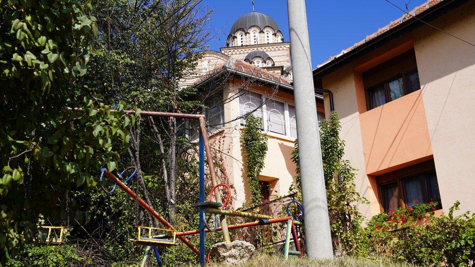 Crkva Svetog Dimitrija na severu Mitrovice vidljiva je iz svakog dela grada