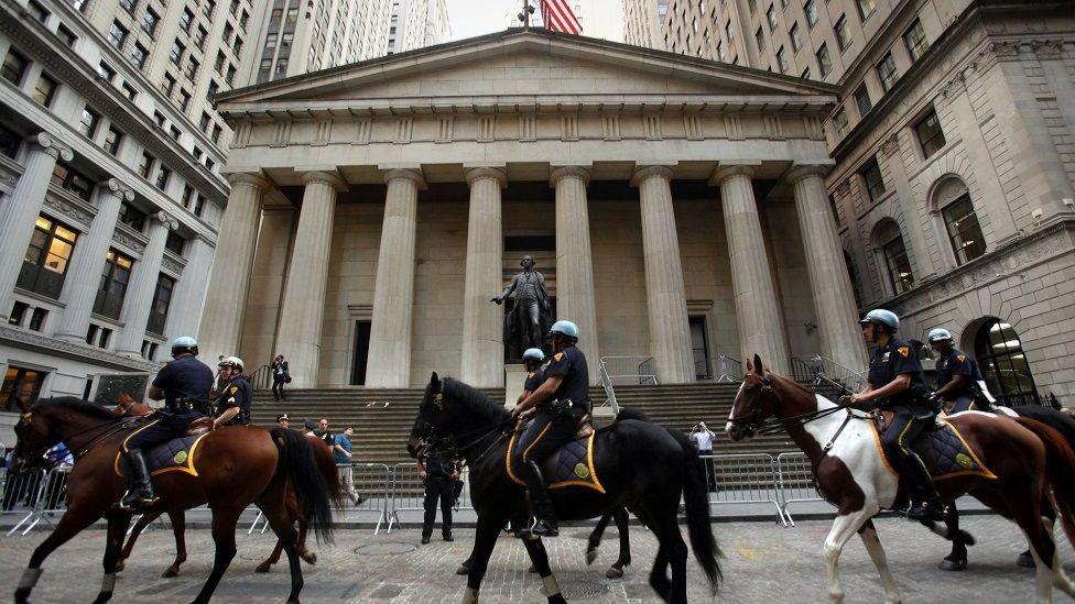 2011年,示威者在華爾街與警察發生衝突。