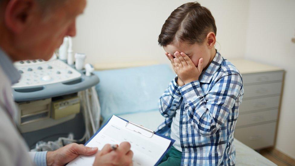 طفل في زيارة طبيب