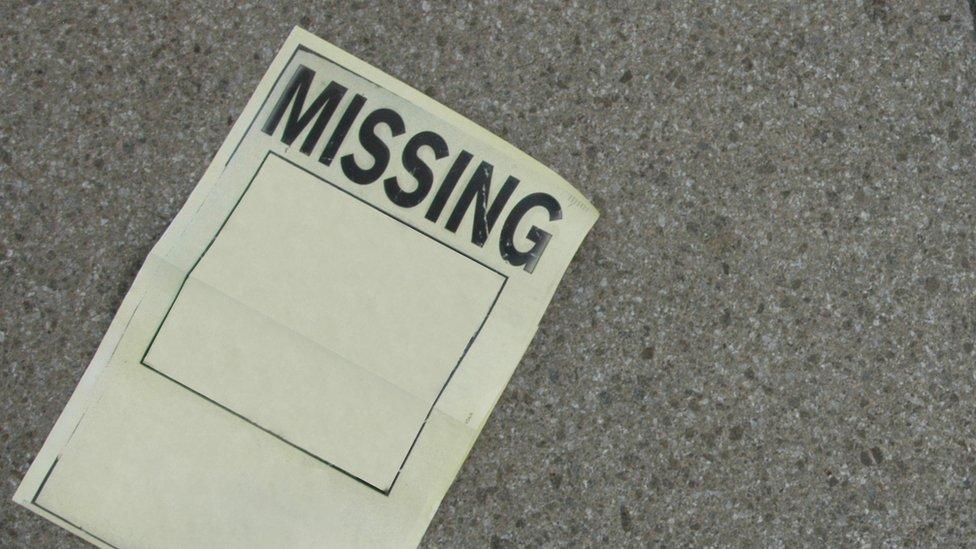 Un papel para buscar a desaparecidos.