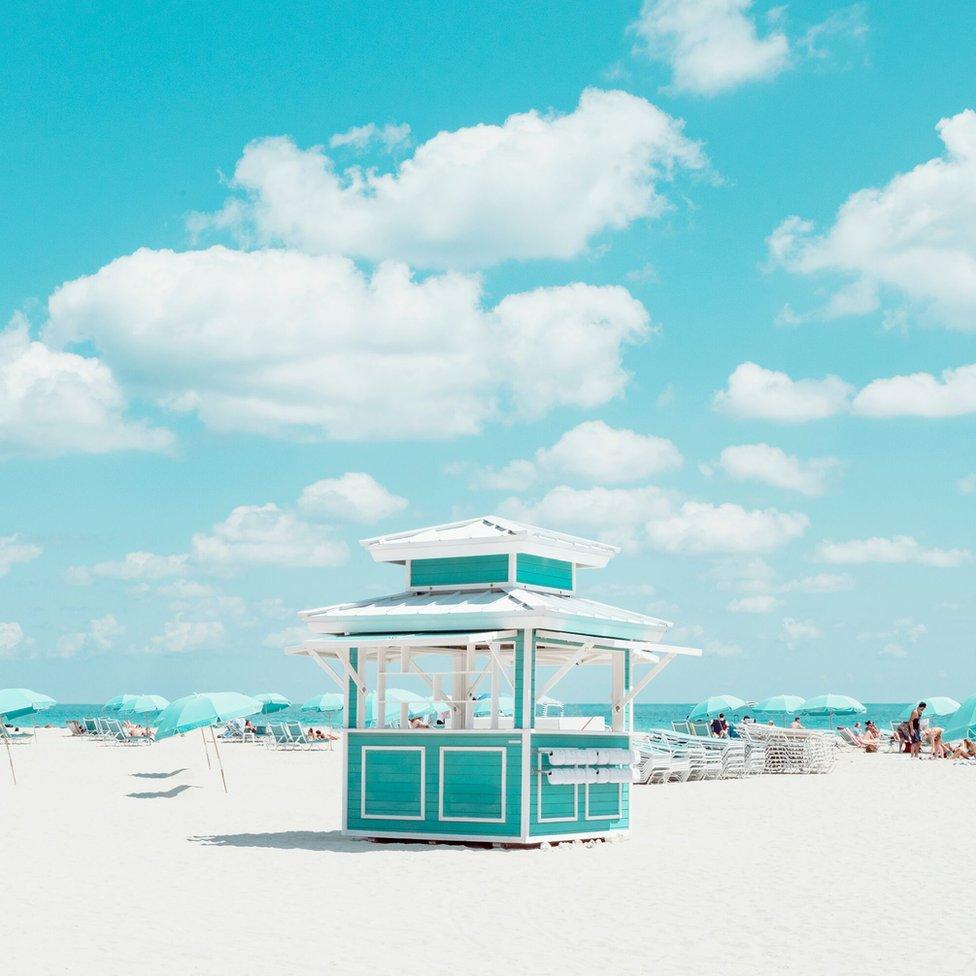 Rad Dejvida Behara u kategoriji Arhitektura. Fokus je na kućici koja može da se iznajmi u Majami biču.