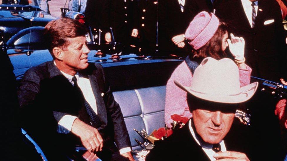 JFK en Dallas, poco antes de su asesinato.