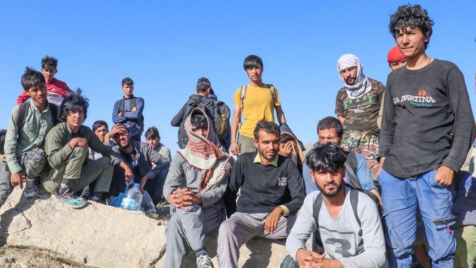 İran sınırından Türkiye'ye girmiş bir grup Afgan düzensiz göçmen