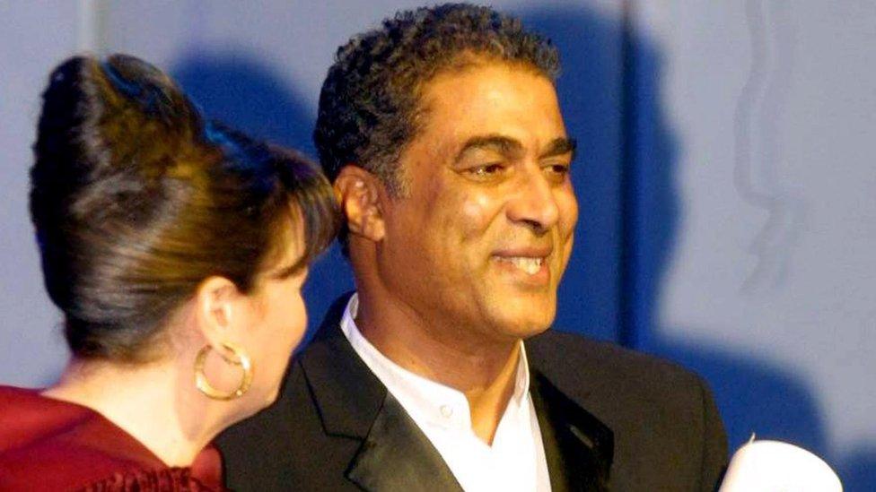 أحمد زكي وإلهام شاهين في مهرجان القاهرة السينمائي عام 2002