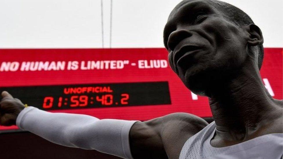 Вперше марафон подолано менш ніж за дві години. Хто це зробив?