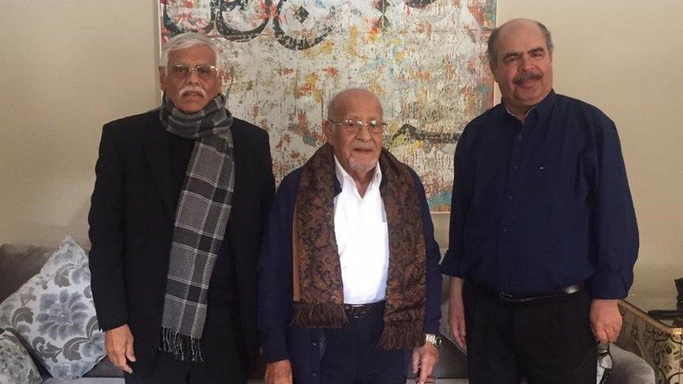 مع العيني (في الوسط) وعلي محسن حميد السفير الأسبق للجامعة العربية في لندن