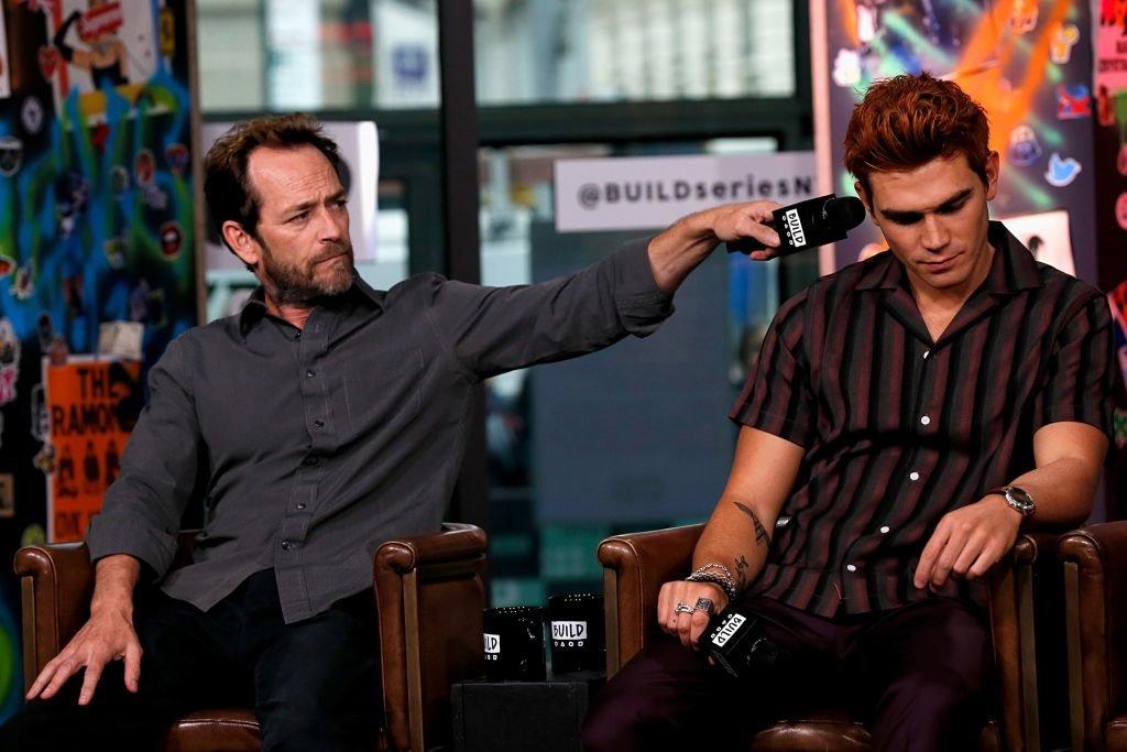 لوك في جلسة نقاش مسلسل ريفرديل لوك بيري ومعه الممثل ك.ج. آبا في ستوديو بيلد في 8 أكتوبر/تشرين الأول 2018 في مدينة نيويورك.