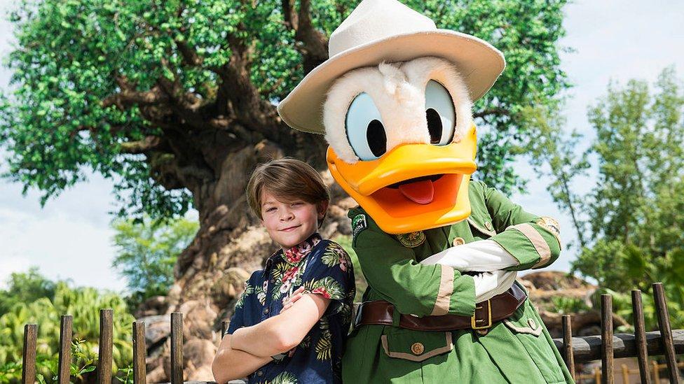 Pato Donald con un visitante