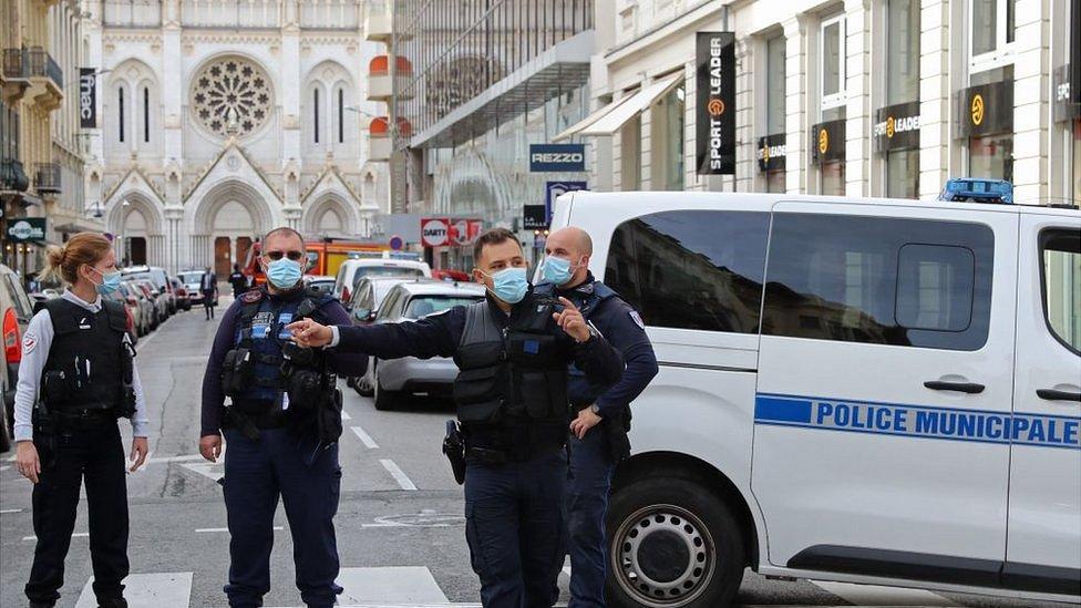 Нападение на церковь в Ницце: убийца - мигрант из Туниса, приехавший во Францию несколько дней назад