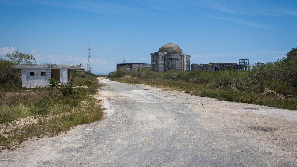 Una calle de Ciudad Nuclear.