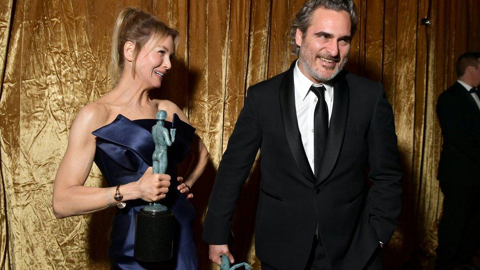 Renee Zellweger y Joaquin Phoenix.