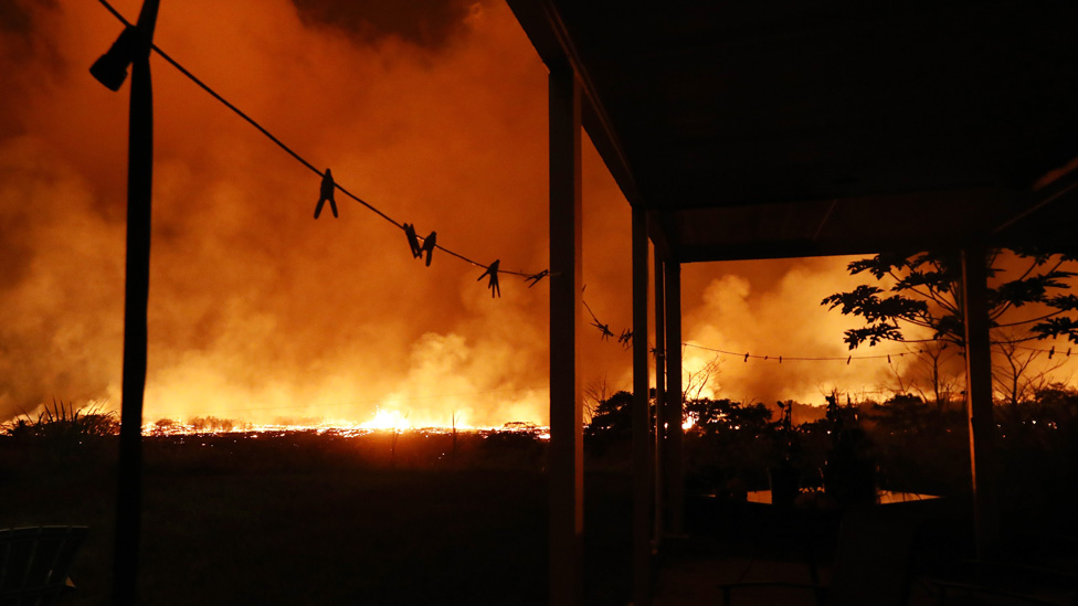 Las erupciones volcánicas con frecuencia obligan a la evacuación de los residentes de las localidades cercanas.