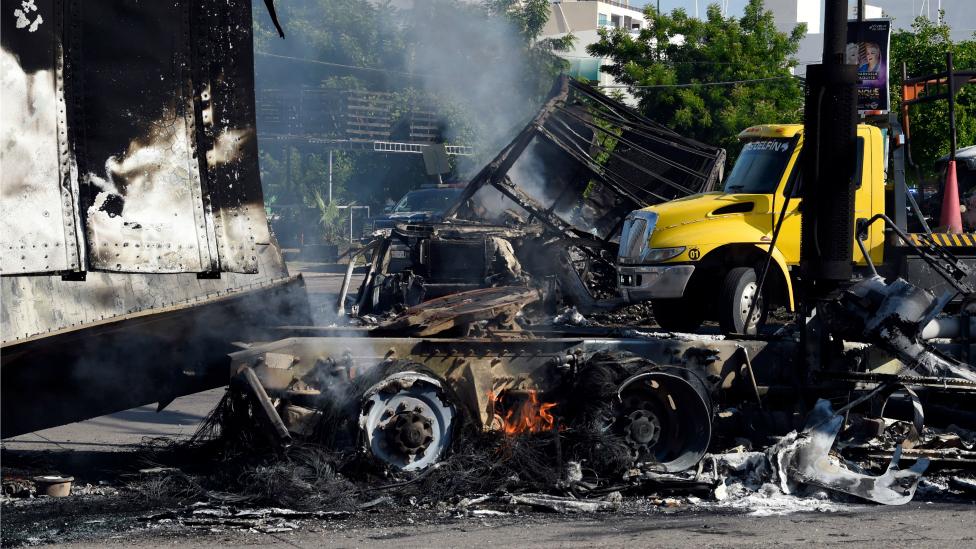 Vehículos quemados en Culiacán, Sinaloa, México