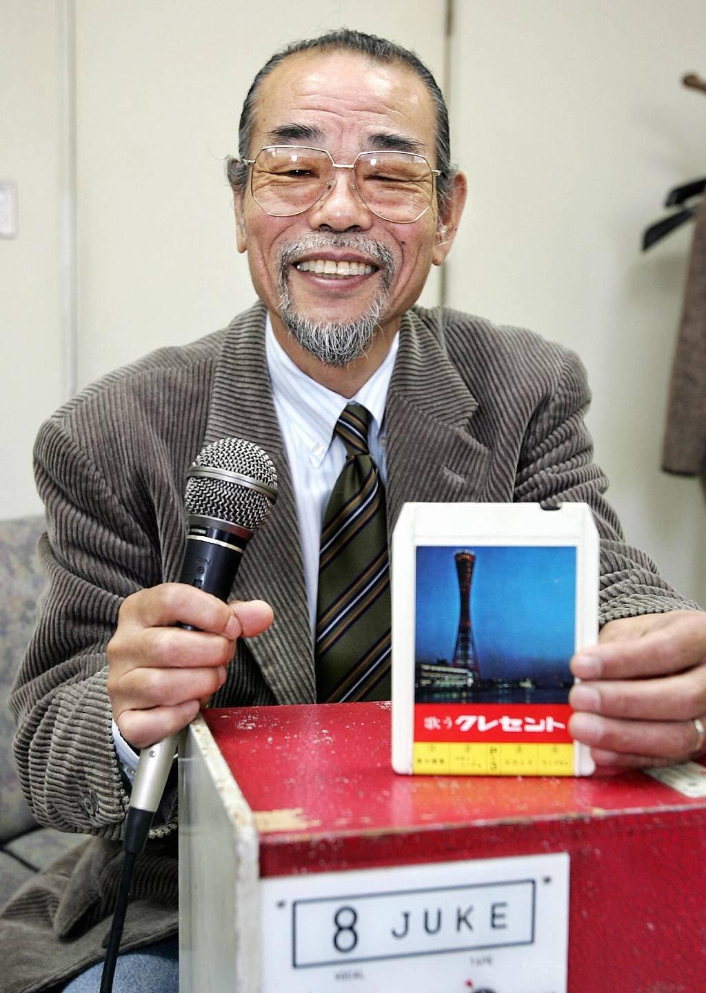 Daisuke Inoue con su primera creación, a la que llamó 8 Juke.