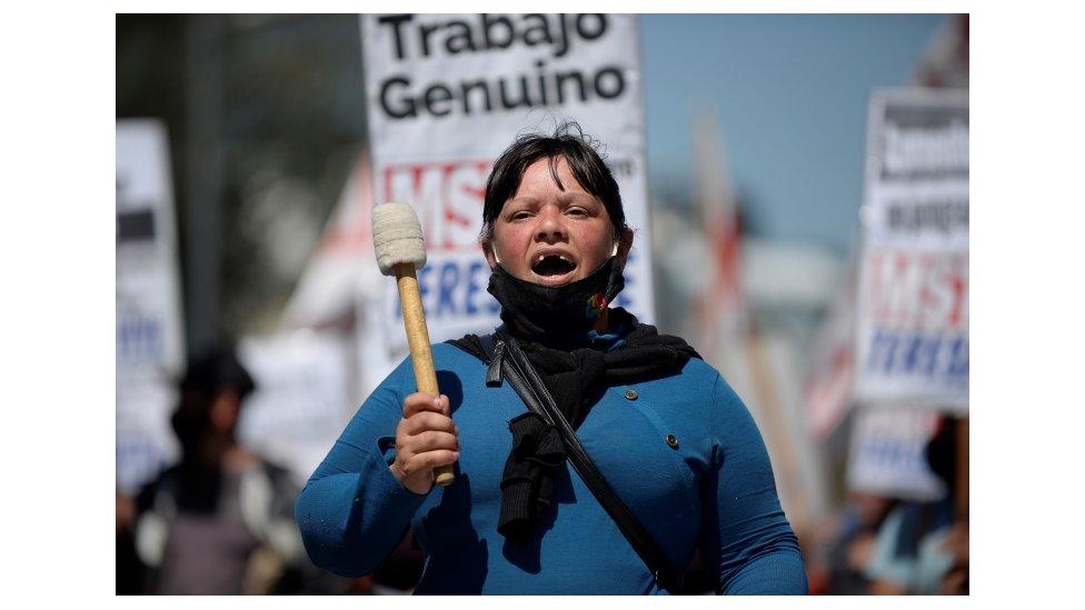 Los argentinos enfrentan una inflación que se acerca al 50% interanual.