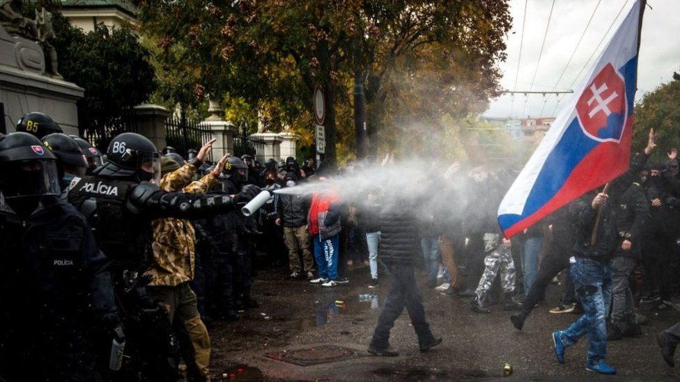 Slovak police clash with protesters in Bratislava, 17 Oct 20