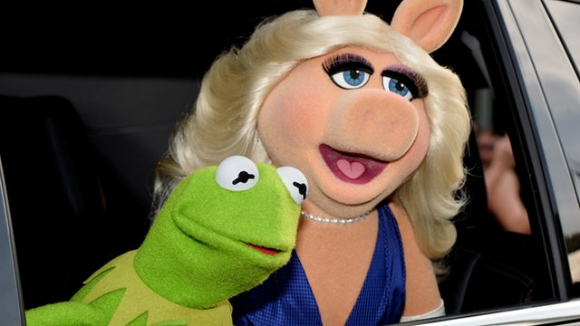 Kermit the frog and Miss Piggy