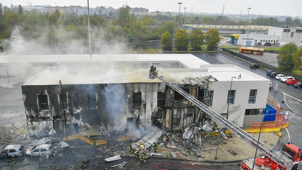 بناية تحترق
