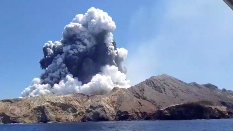 erupciona el volcán White Island