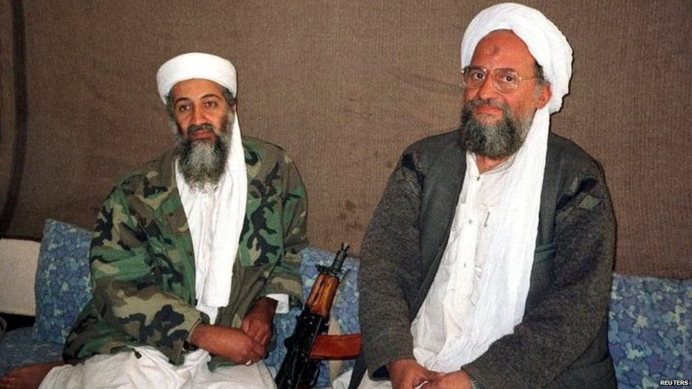 شكل بن لادن والظواهري الجبهة الإسلامية العالمية للجهاد ضد اليهود والصليبيين عام 1998