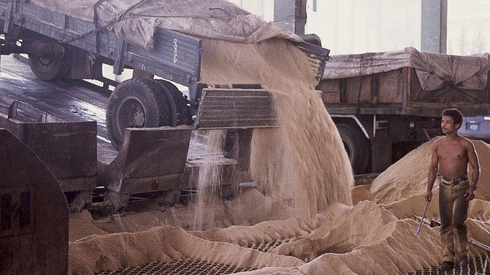 Un ingenio azucarero en Cuba